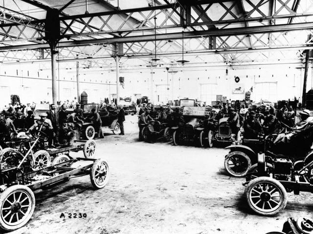 L'aventure familiale – 1905 les automobiles Lion Peugeot dans l'atelier