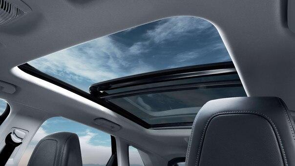 SUV PEUGEOT 3008 HYBRID4 : toit panoramique