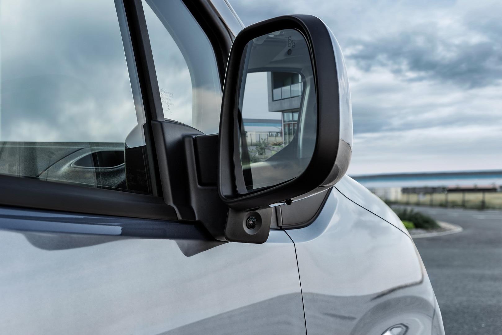 NOUVEAU PEUGEOT PARTNER: Surround Rear Vision avec sa caméra latérale sous le rétroviseur passager pour réduire l'angle mort coté passager